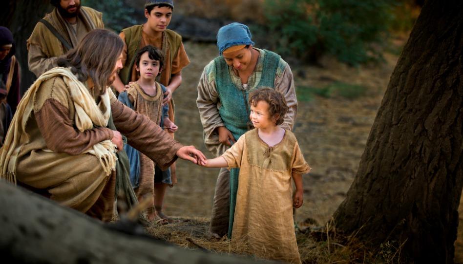 мальчик подал руку Христу