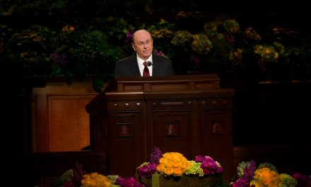 Чем обеспокоен старейшина Квентин Л. Кук?