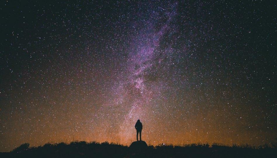 ВЕРЯТ ЛИ СВЯТЫЕ ПОСЛЕДНИХ ДНЕЙ, ЧТО МУЖЧИНЫ И ЖЕНЩИНЫ МОГУТ СТАТЬ БОГАМИ?
